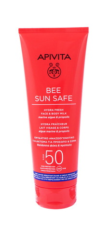 Apivita Bee Sun Safe Сонцезахисне молочко для обличчя і тіла SPF50 200 мл 1 туба